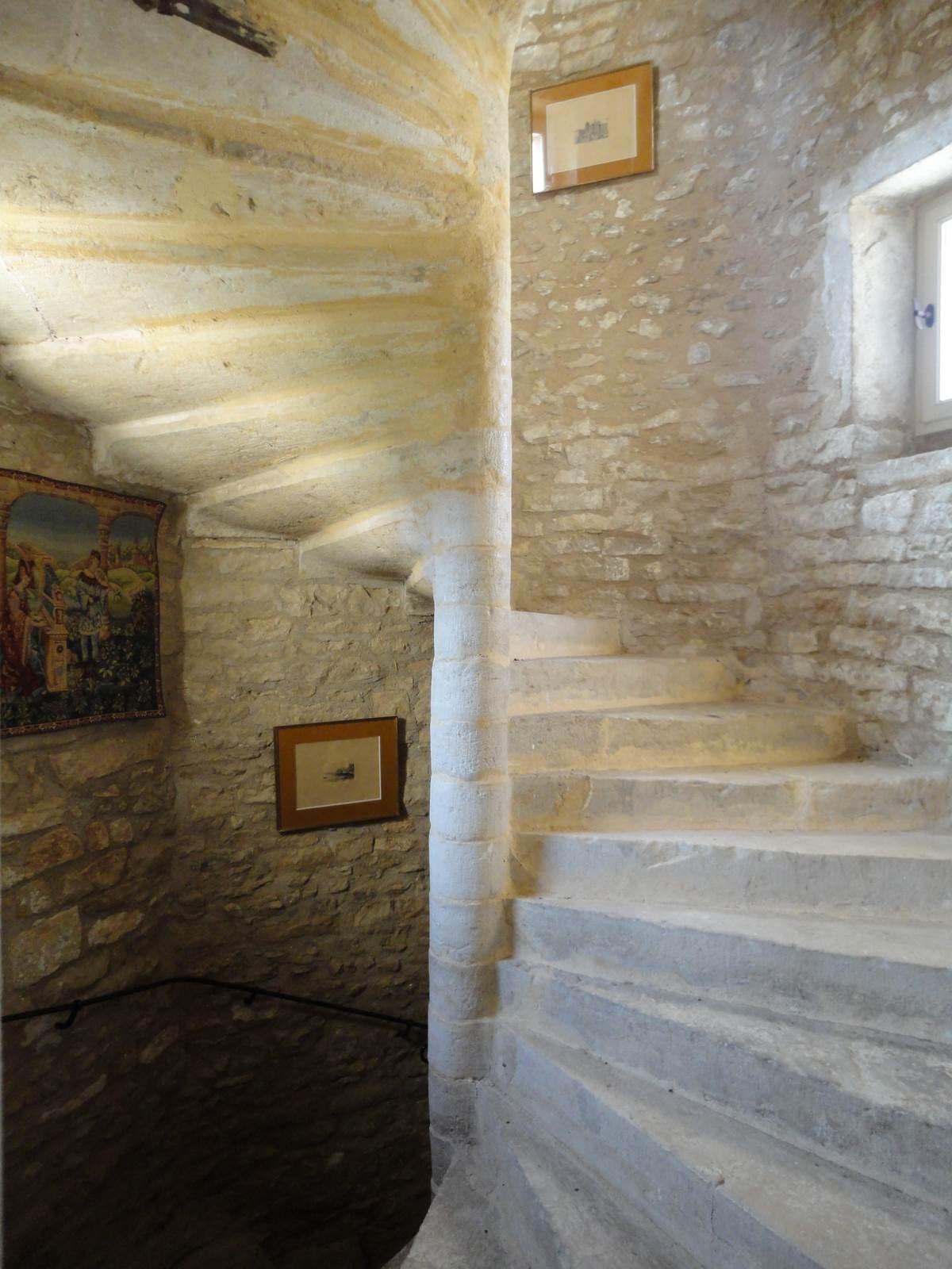 escalier vis en pierre. Black Bedroom Furniture Sets. Home Design Ideas